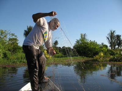 Fischer, bei der Arbeit in Amazonien